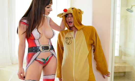 Lexi Luna – MomIsHorny – Sexy Mrs. Clause Gets Her Fix