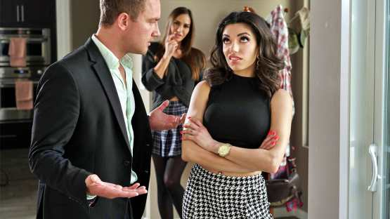 Brazzers Exxtra – Darcie Dolce, Desiree Dulce – Stepsibling Rivalry