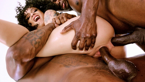 Evil Angel – Holly Hendrix – Anal Angels 4 – Black Holly's BBC Anal & DP Threesome