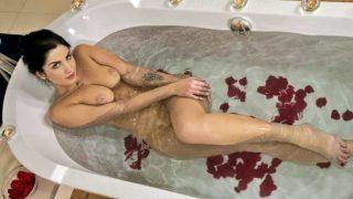 Babes – Loren Minardi – Bath Bomb