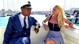 Jacquie Et Michel TV – Betty, 46, loves the double at sea!